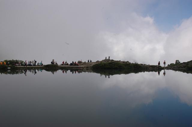 霧の中の八方池